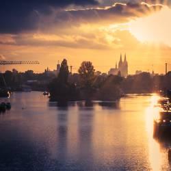 UT Köln | Rheinufer Schäl Sick | Herbstabend im Mülheimer Hafen