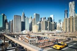 Balancieren auf der Brooklyn Bridge