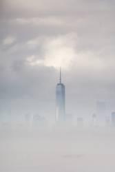 One World Trade Center im Nebel