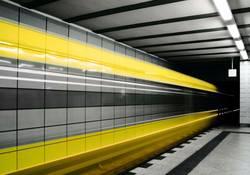 Bitte beachten Sie die Lücke zwischen Zug und Bahnsteigkante!