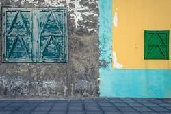 farbige Häuserfassade