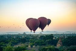 Birds versus Ballons over Bagan