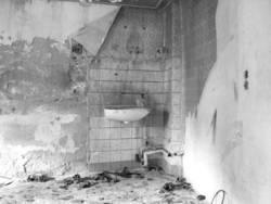 Zerfallenes Badezimmer