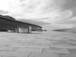 Kongresszentrum Dresden in B&W