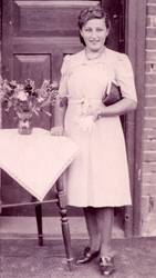 Junge Dame Anno 1944