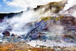 Quellen und Dampf auf Island