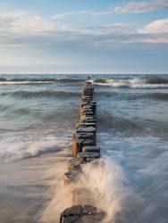 Wellen, Meer und Buhnen