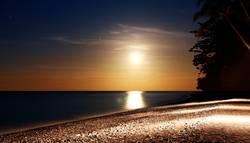 .Bali Moon Rising