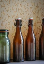 Alte Bügelflaschen samt Einmachglas