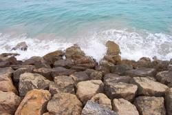 Steine als Wellenbrecher
