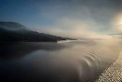 Morgenstimmung mit Blick auf die Berge im Saguenay Fjord