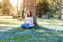 Meditation auf Frühlingswiese