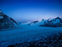 Morgendämmerung am Aletschgletscher