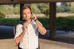 clever und smart am Telefon