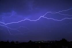 Blitze über der Stadt