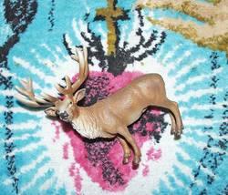 Hirsch auf Teppich