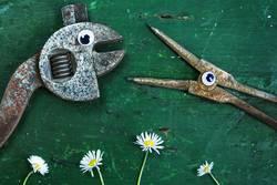 Dank Photocase das hier: Zange und Schraubenschlüssel mit Augen