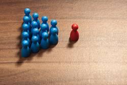 Einzelner vor Gruppe anderer, Konfrontation oder Anführer