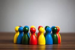 Gruppe diverser Spielfiguren