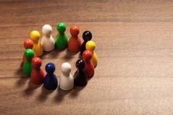 Multikulti Konzept mit Kreis aus Freunden