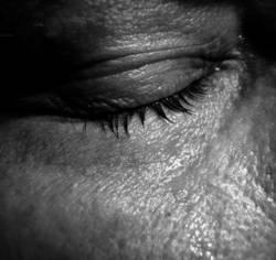 Männer weinen leise