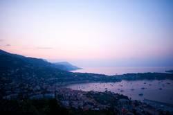 Sonnenaufgang über Bucht am Mittelmeehr – Villefranche