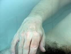 schwimmende Hand