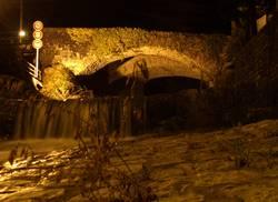 Steinbrücke im Tessin