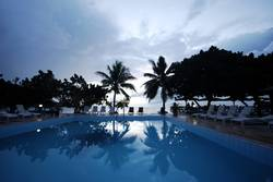 Pool und Meer in Fiji