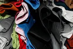 Bunt- vs. Schwarz-Weiß Wäsche