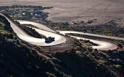 Auto auf Serpentinen auf Reunion