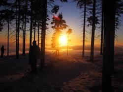 Skifahren im Sonnenuntergang