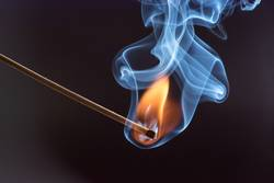 Highspeedaufnahme eines brennenden Streichholzes