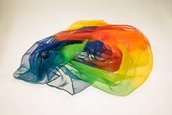 Bunter Schal in Regenbogenfarben