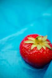 Eine Erdbeere macht blau