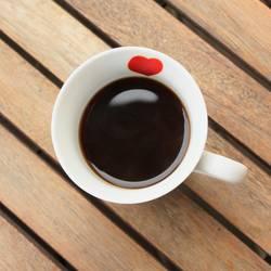 Schwarzer Kaffee mit Herz