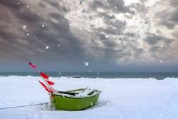 Fischerboot auf dem Darß im Winter