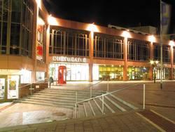 kurtheater bei nacht
