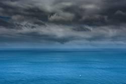 Segelboot vor Unwetter