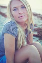 Blondes Mädchen am Strand
