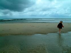 Kind an der Nordsee