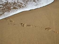 Fußspuren am Meer