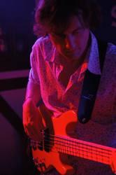 Roter Gitarrist