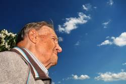 Opa hält Ausschau.