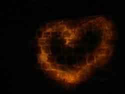 Herz aus Stein und Licht