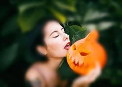 the beautiful hugging halloween pumpkin
