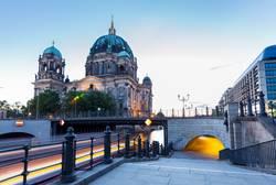 Berliner Dom in der blauen Stunde