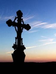 Kreuz vor Himmel