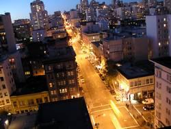 Abendlicher Stadtverkehr