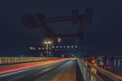 Peenebrücke Wolgast bei Nacht